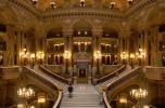 A párizsi Opera főlépcsőháza díszvilágításban