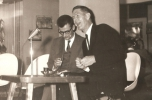 Mirko Chvojka: John Cage a prágai Zeneszínházban (František Fröhlich, Vladimír Lébl társaságában), 1964. szeptember 23. Eva Léblova jóvoltából